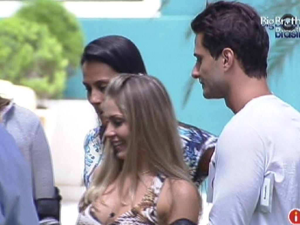 Kelly, Renata e Ronaldo fazem as compras da semana (6/2/2012)