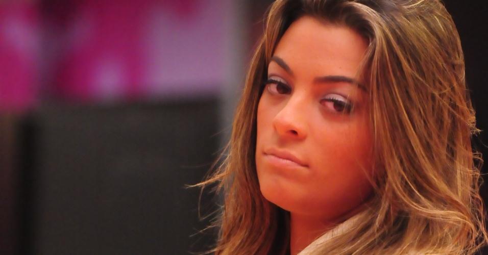 Monique aguarda início da votação (5/2/2012)