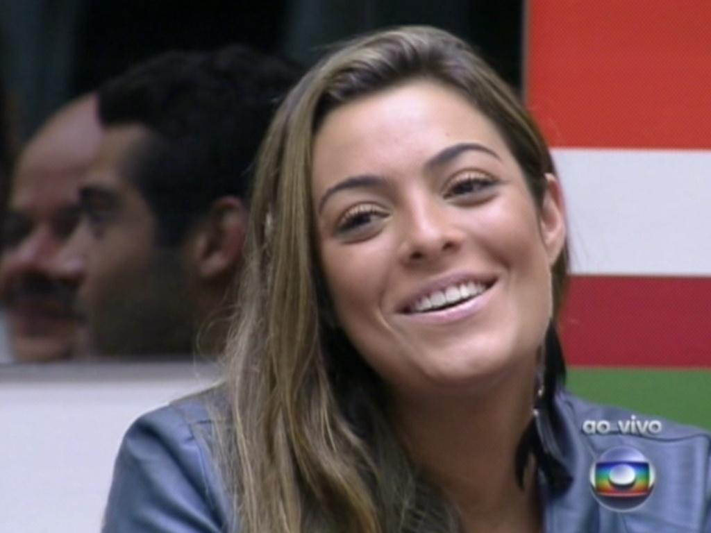 Monique fala com Pedro Bial antes da brincadeira que vale o poder do não (6/2/12)