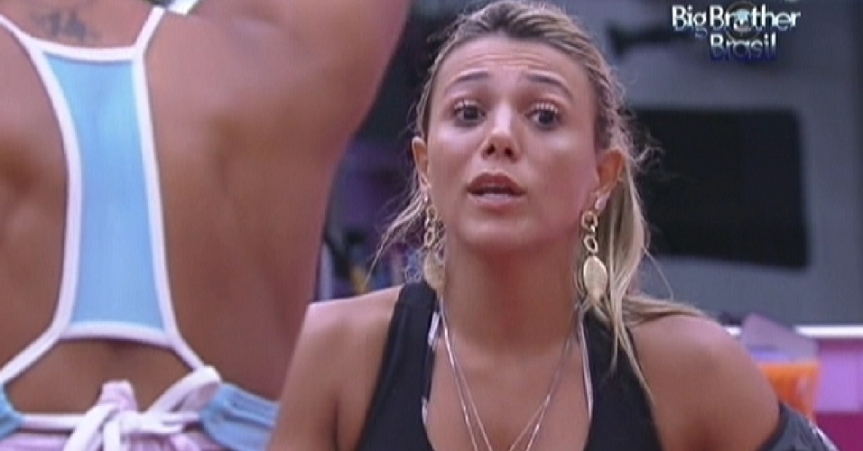 Fabiana (dir.) conta para Kelly sobre as desculpas de Ronaldo (7/2/12)