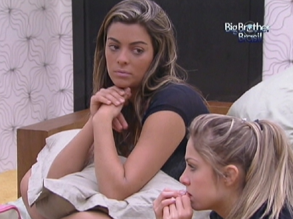 Monique conta para Renata e Ronaldo que flagrou Yuri e Laisa tendo relações sexuais (7/2/12)