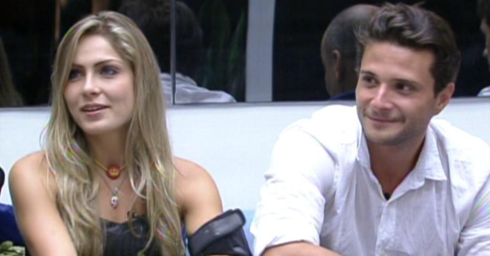 Renata fala sobre o carisma de Ronaldo (7/2/12)