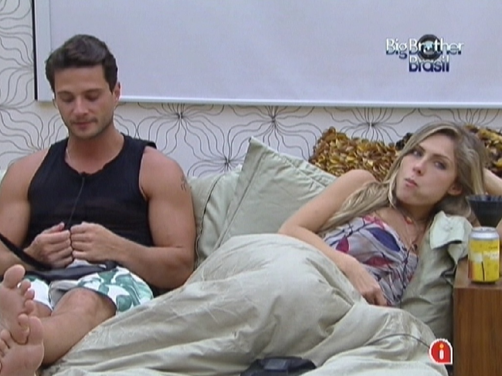 Ronaldo e Renata conversam no quarto do líder com Rafa e Monique (6/2/2012)