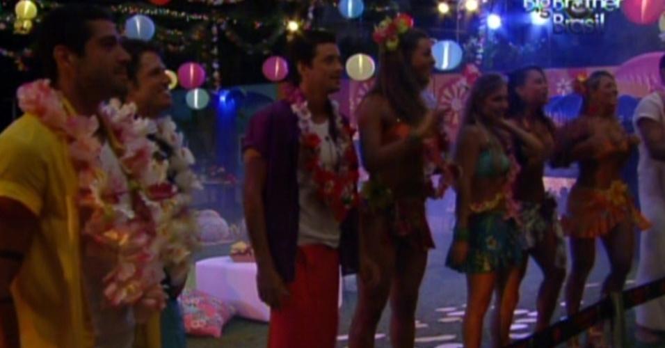 Brothers se divertem no show de Michel Teló na festa Luau (8/2/12)