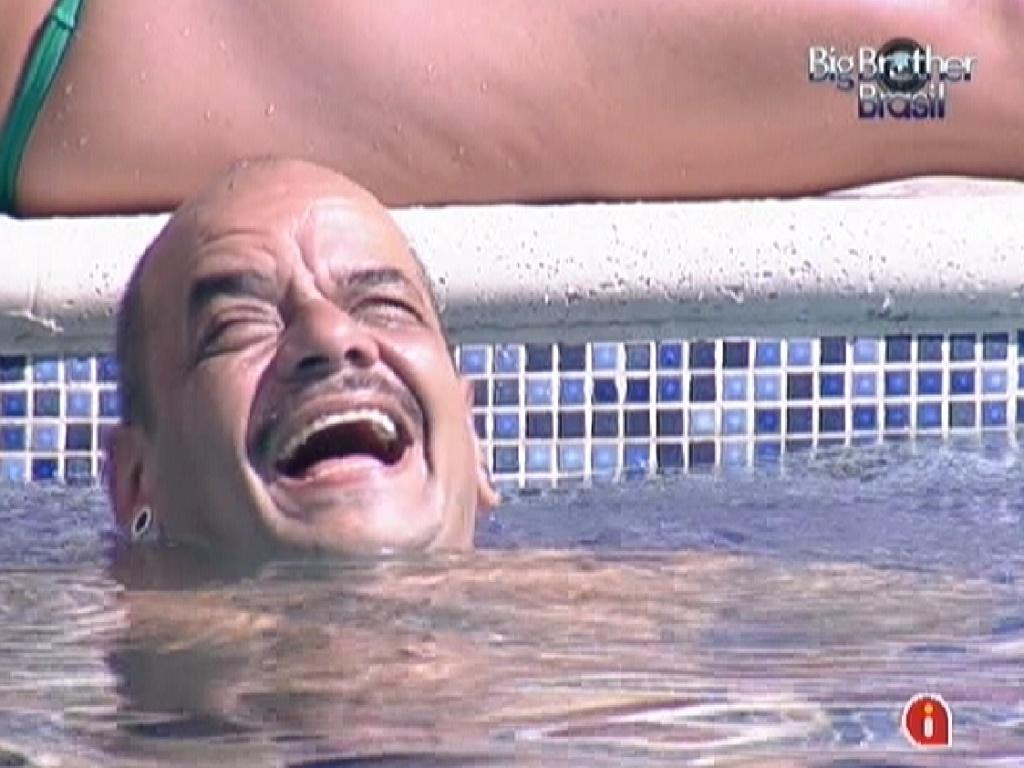 João Carvalho gargalha com as imitações de Yuri (8/2/12)