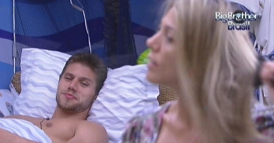Jonas conversa com João Carvalho sobre modelos brasileiras (8/2/12)