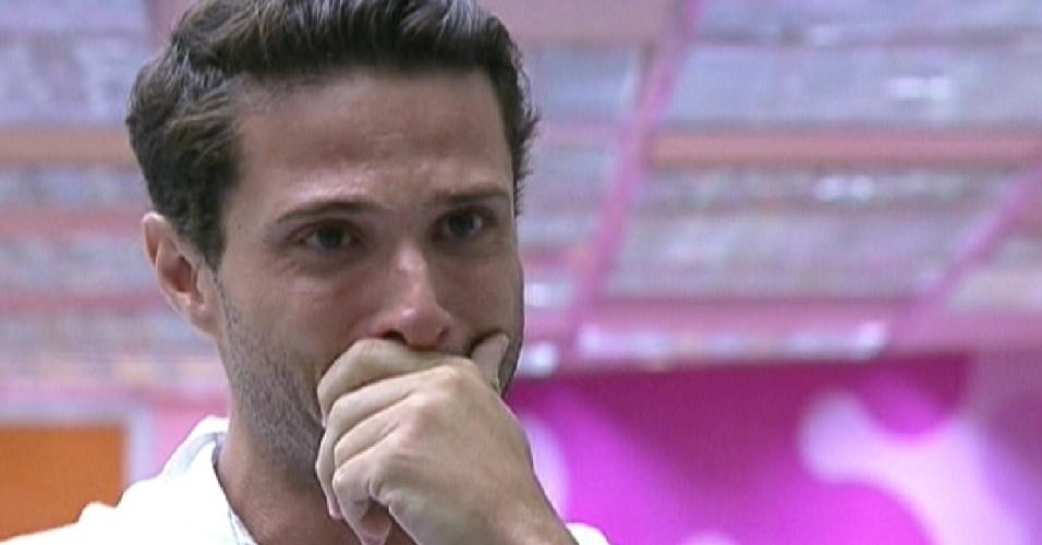 Ronaldo chora ao ver mensagem de sua família (7/2/12)