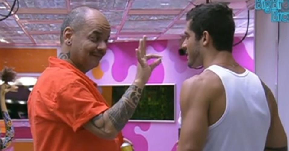 João Carvalho diz para Yuri que vai parar de fumar (8/2/12)