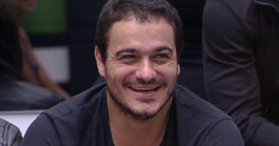 Rafa fala que já gostava de Michel Teló, mas após o show de quarta, virou ainda mais fã (9/2/12)