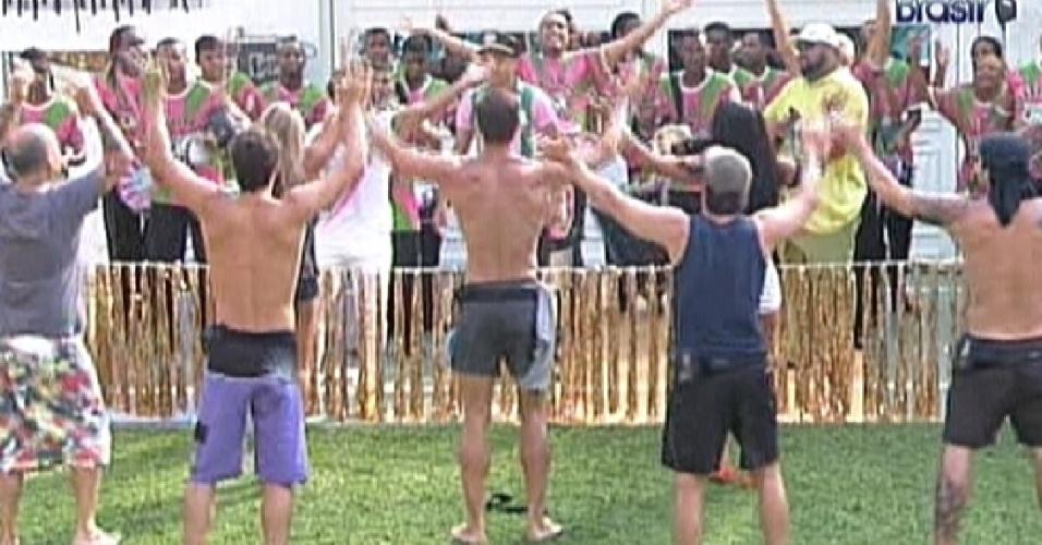 Brothers batem palma ao som do samba-enredo 2012 da Mangueira (10/2/12)