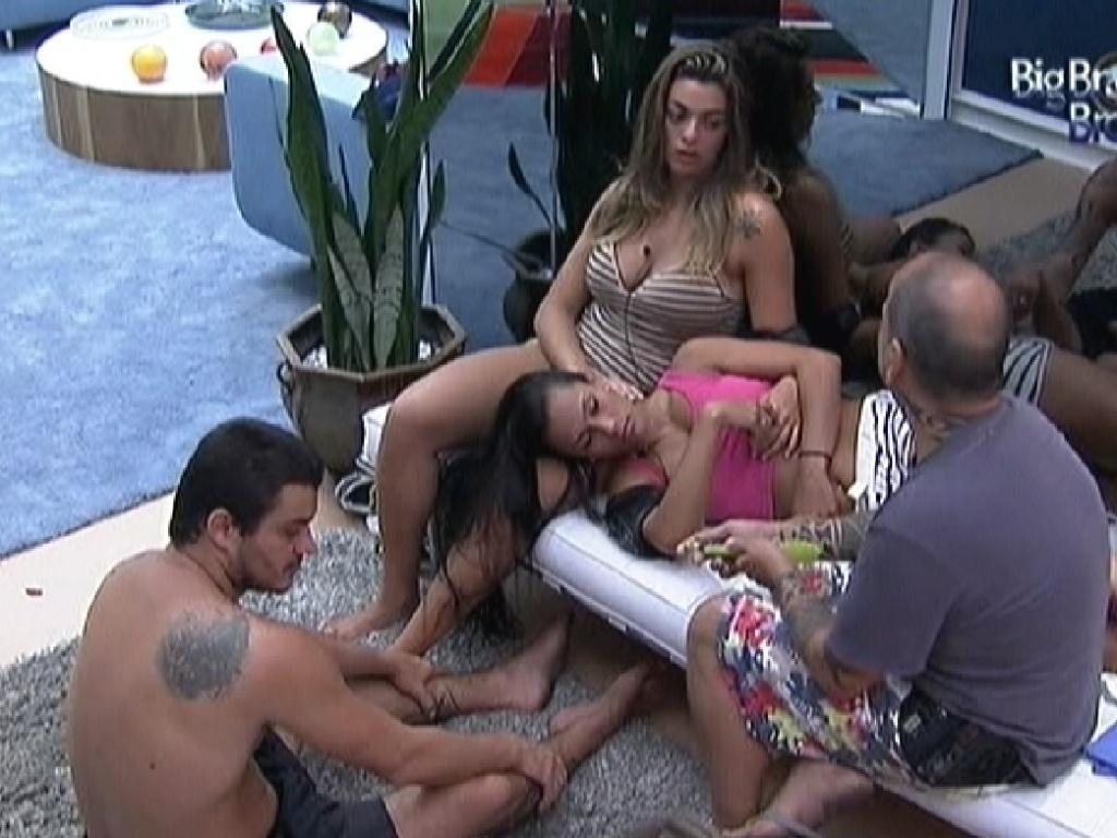 Brothers comentam bateria da Mangueira na casa (10/2/12)