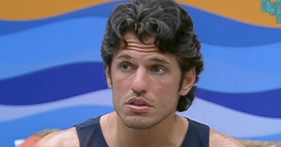João Maurício pensa em fazer turnos para atender Big Fone (9/2/12)