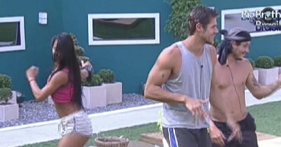 Kelly samba e Jonas e Rafa tentam alguns passos (10/2/12)