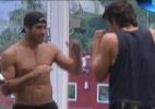 """Veja fotos dos brothers se exercitando na academia do """"BBB12"""" - Reprodução/TV Globo"""