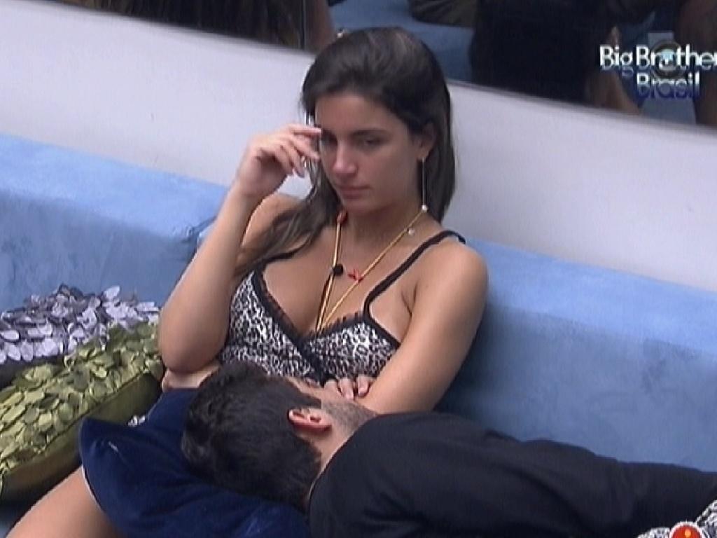 Laisa e Yuri especulam sobre o Big Fone (11/2/12)