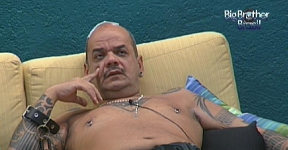 João Carvalho especula sobre Big Fone atendido por Kelly (12/2/12)