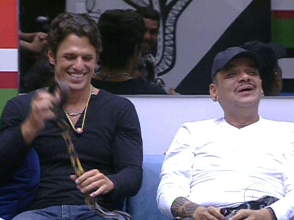 João Maurício e João Carvalho puderam tirar a corrente que os prendia (12/2/12)