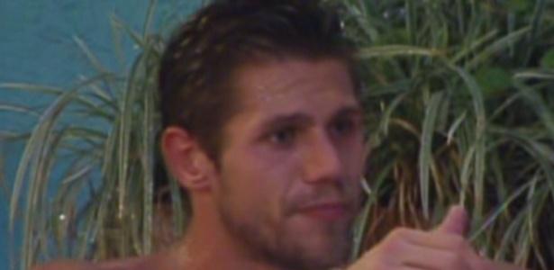 Jonas tenta unir votos do quarto Praia (11/2/12)