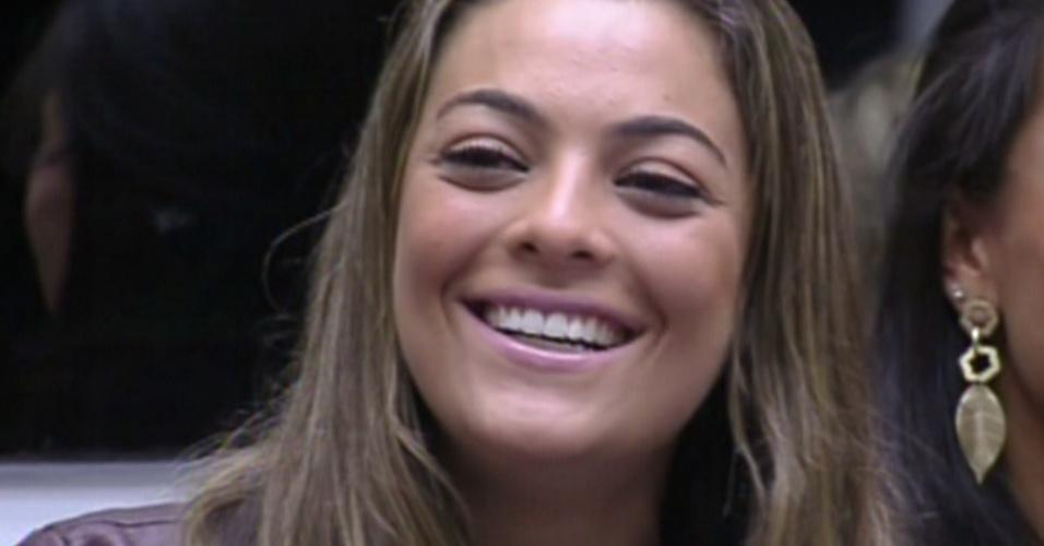 Monique conversa com o apresentador Pedro Bial durante o programa ao vivo (12/2/12)