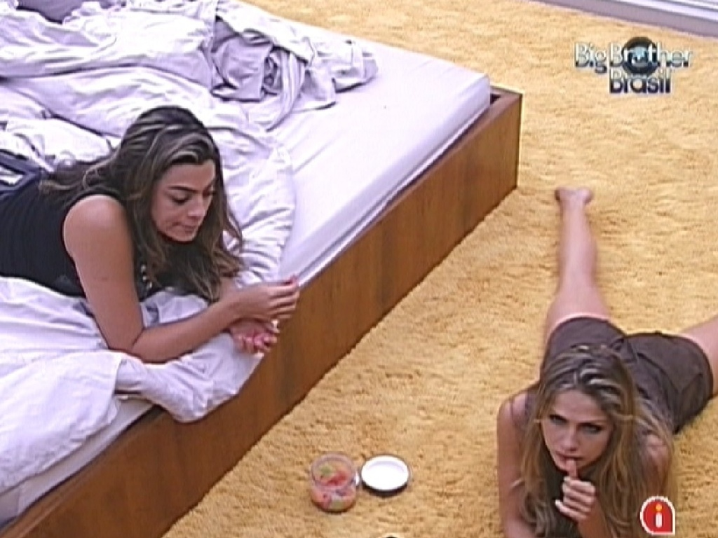 Monique e Renata comem no quarto do líder (12/2/12)