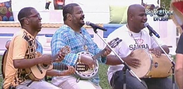 """Arlindo Cruz canta para brothers no jardima da casa do """"BBB12"""" (13/2/12)"""