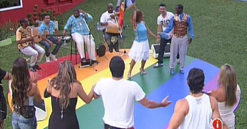 Brothers dançam ao som de Arlindo Cruz durante a tarde (13/2/12)