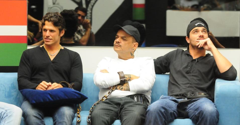 João Maurício, João Carvalho e Rafa aguardam início da votação (13/2/12)