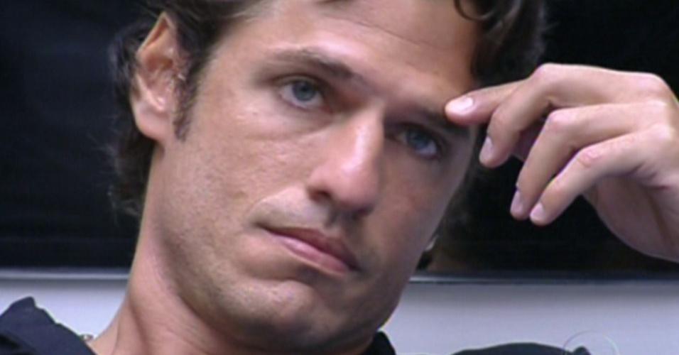 João Maurício recebeu quatro votos da casa e disputa o quinto paredão com Jonas (12/2/12)