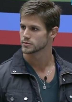 Jonas foi indicado pela líder Laisa para o quinto paredão do programa (12/2/12)