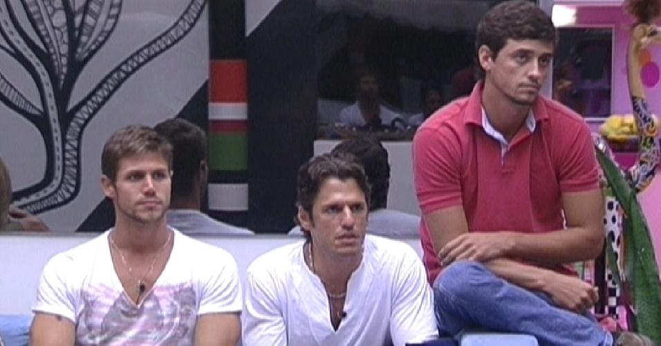Jonas, João Maurício e Fael falam com Bial (13/2/12)