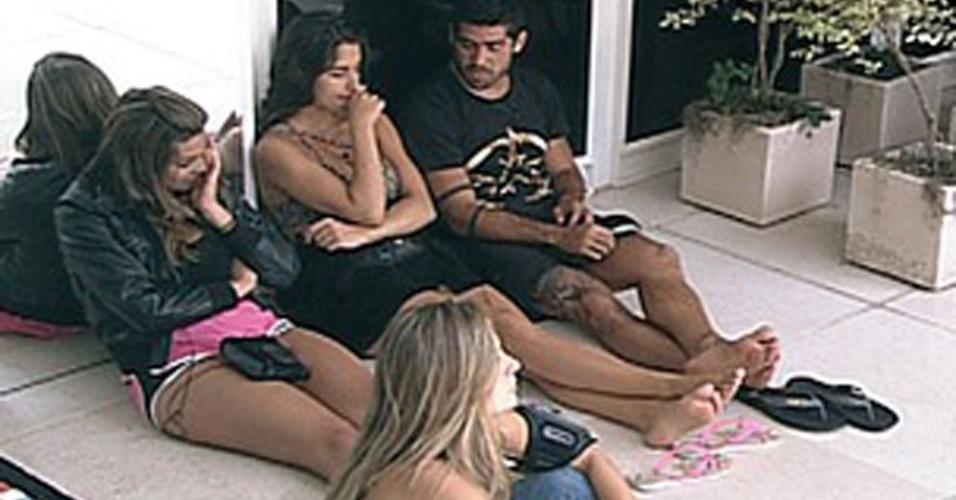 Quarto Selva se reune na varanda para falar mal do quarto Praia (13/2/12)