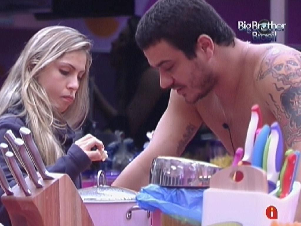 Rafa e Renata preparam pipoca doce (12/2/12)