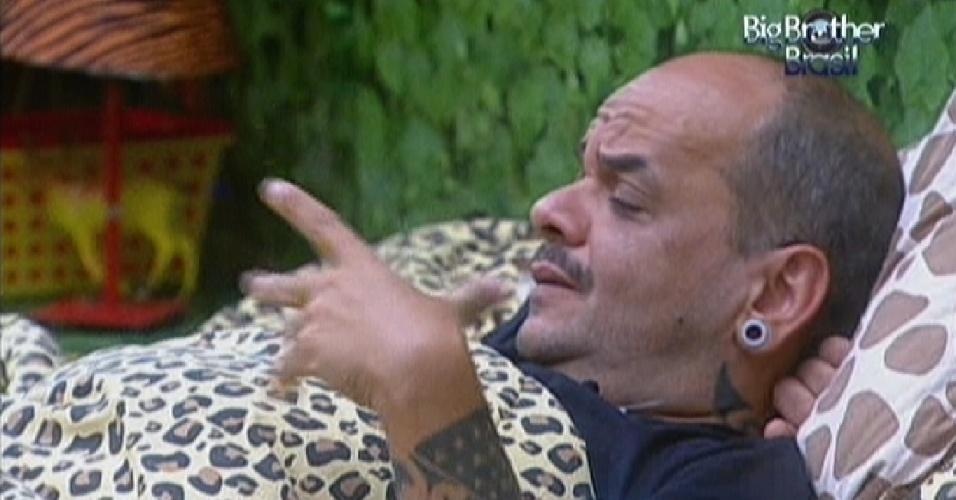 João Carvalho diz que sofreu preconceito de João Maurício (14/2/12)