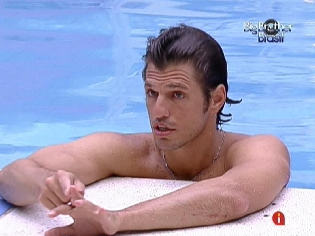 João Maurício fala sobre paredão entre ele e Jonas para Yuri (14/2/12)