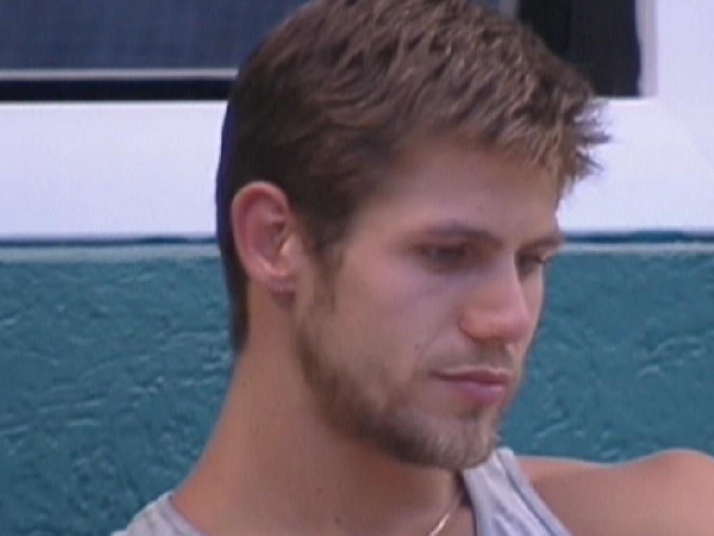 Jonas diz que ele ou João Maurício saberão o que aconteceu para Daniel ser eliminado do programa (14/2/12)