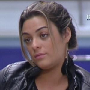 Monique conversa com João Maurício na varanda da casa (13/2/12)