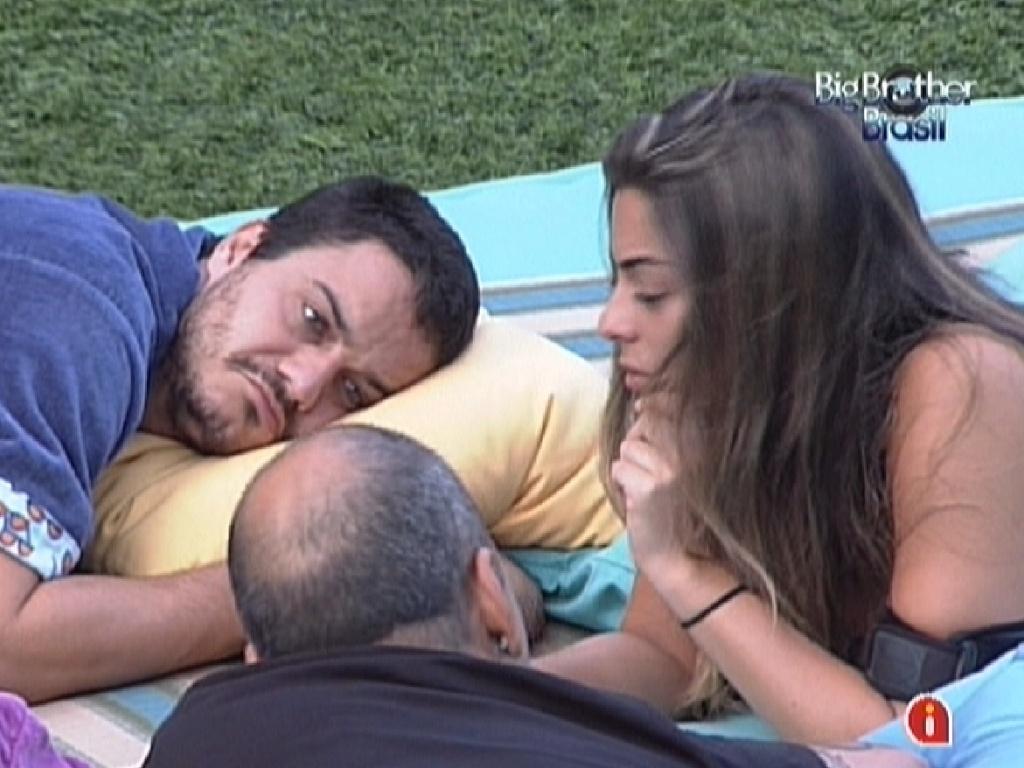 Rafa critica Fabiana por não ter respeitado a combinação de votos do quarto Praia (14/2/12)
