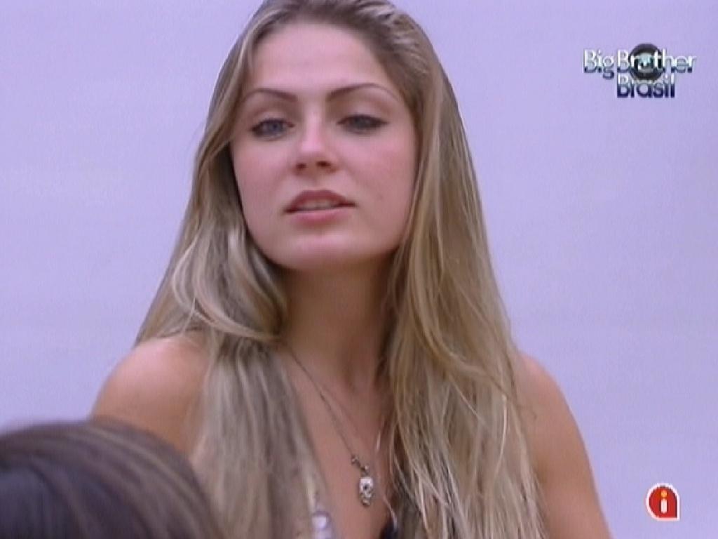 Renata prefere que João Maurício seja eliminado no quinto paredão do programa (13/2/12)