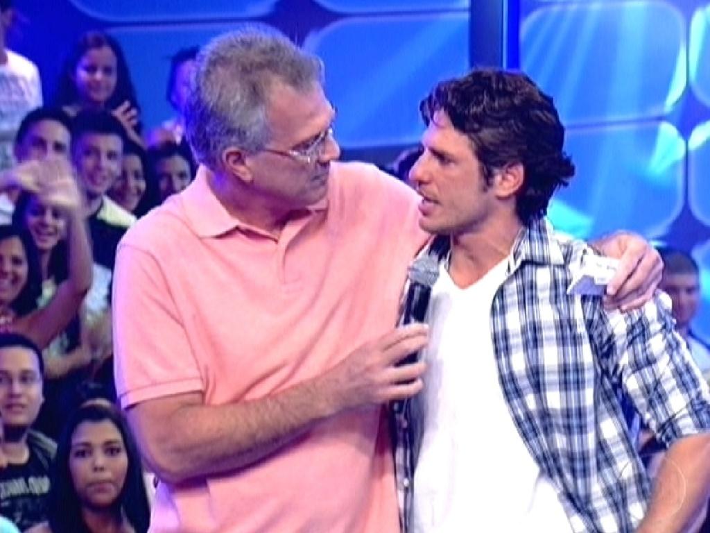 Bial pergunta para João Maurício sobre sua estratégia de jogo (14/2/12)