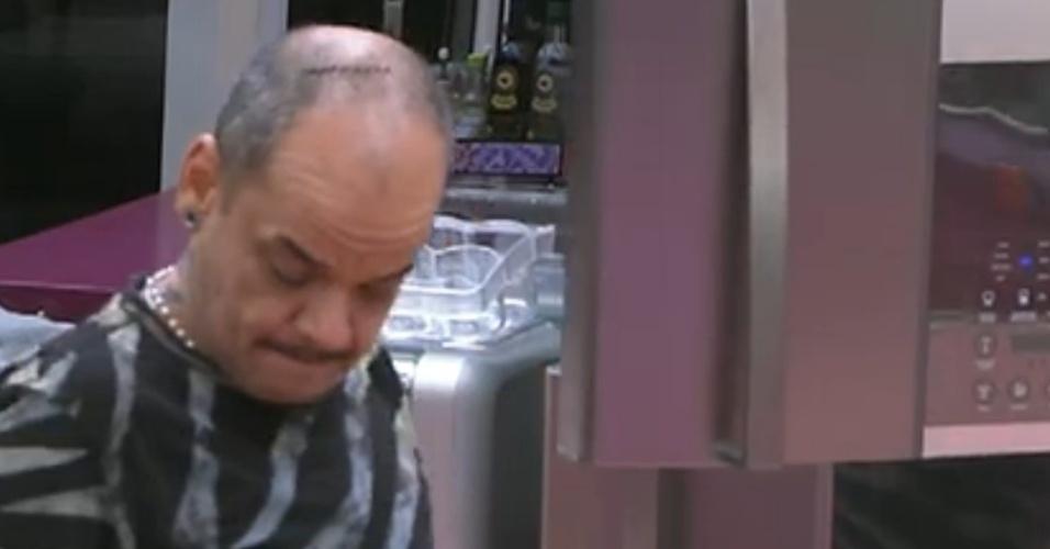 João Carvalho está preocupado com próximo paredão (14/2/12)