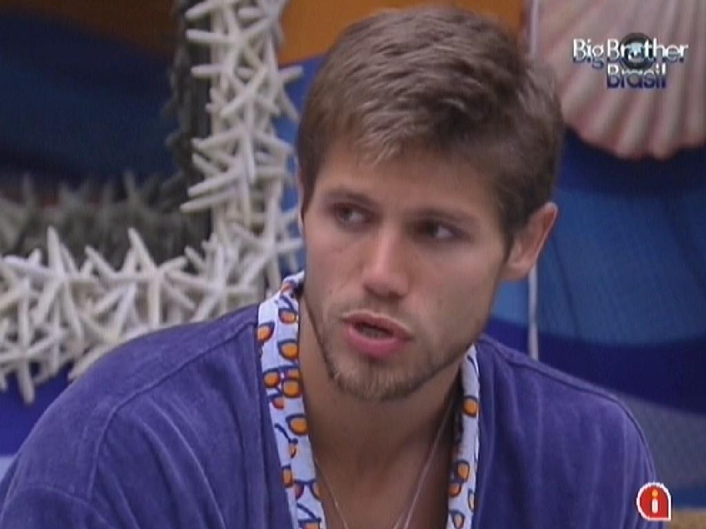Jonas conversa no quarto Praia com Fael sobre Kelly e Fabiana (15/2/12)