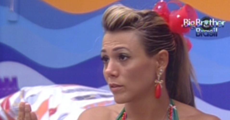Fabiana está arrependida de não ter protegido João Maurício (15/2/12)