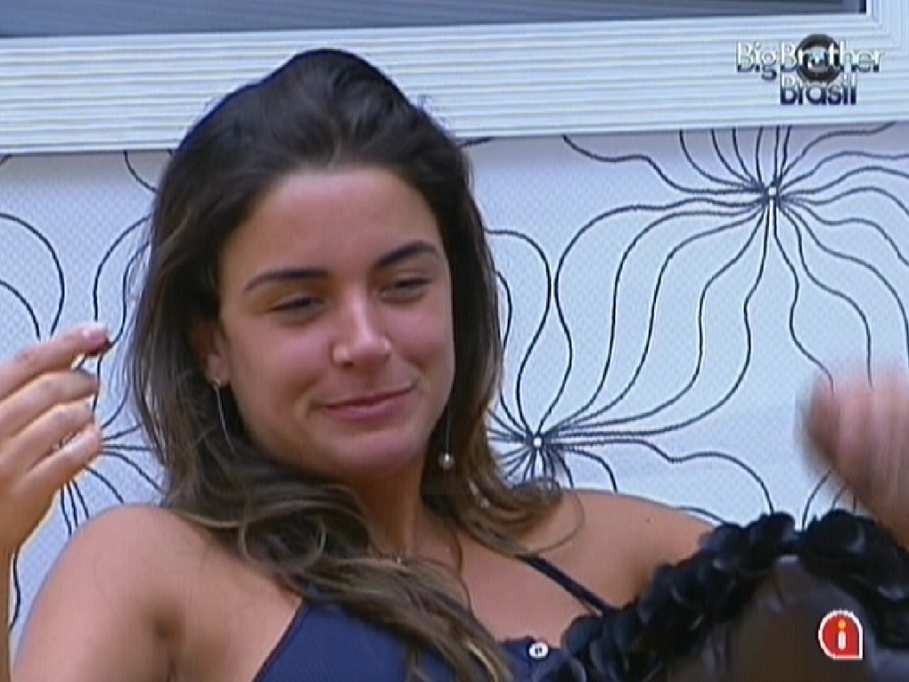 Laisa come chocolates no quarto do Líder e diz que vai chamar João Carvalho e João Maurício para serem padrinhos de seu casamento com Yuri (17/2/12)