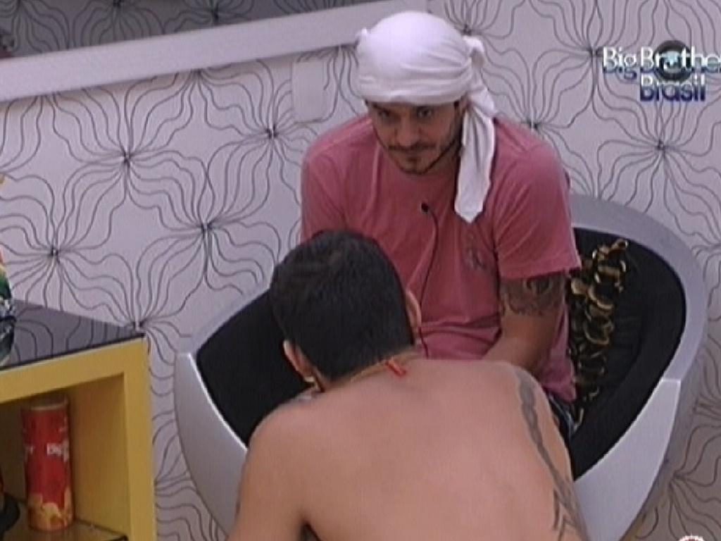 Rafa e Yuri planejam todos os paredões do programa para final entre os dois (17/2/12)