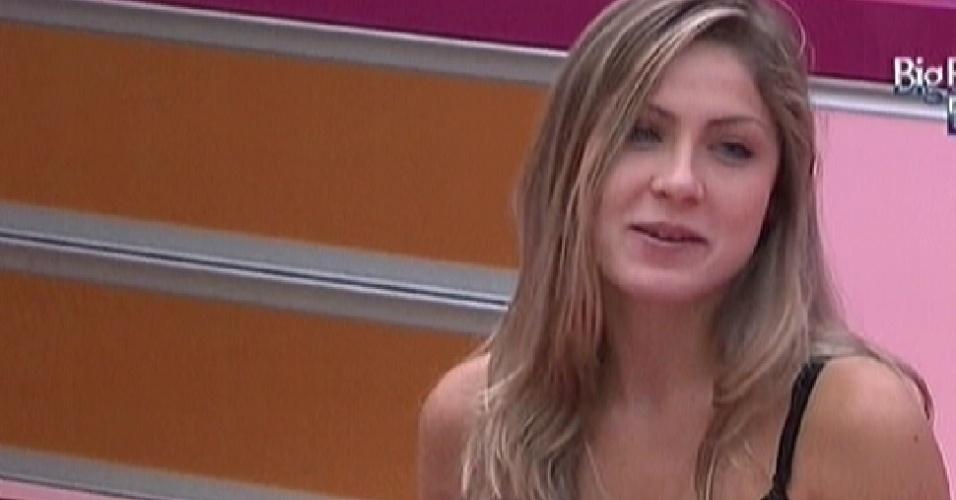 Renata brinca que irá falar sobre ex no Raio-X (17/2/12)