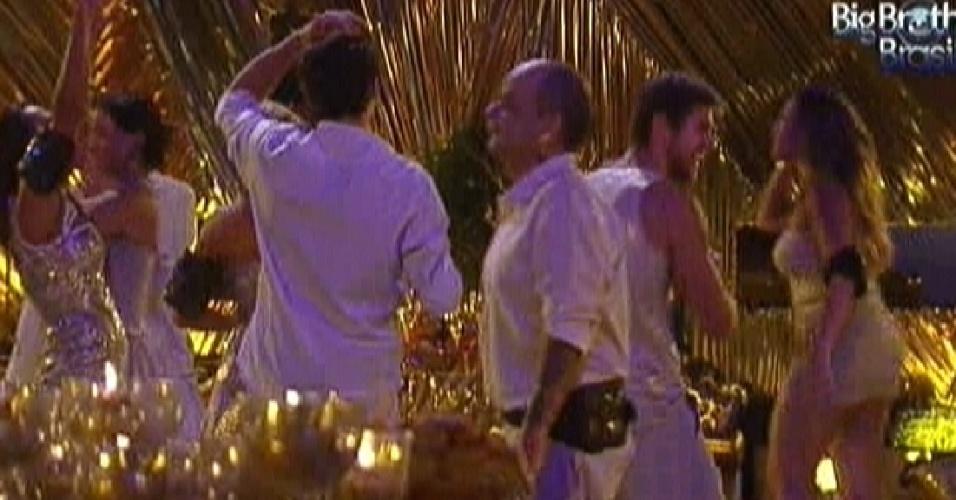 Após novas provas do líder e anjo, brothers começam a festa ouro (18/2/12)