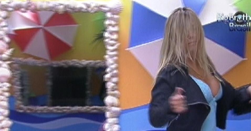 Fabiana dança sozinha no quarto Praia (18/2/12)