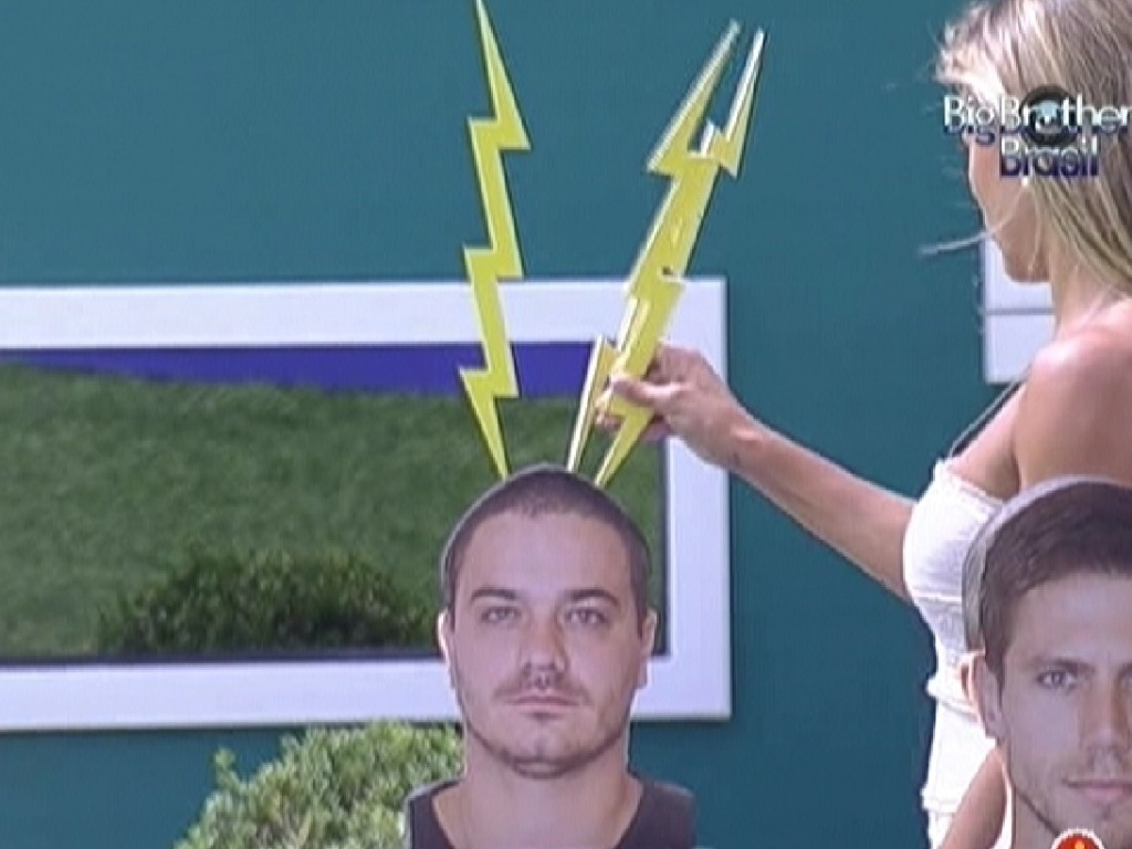 Fabiana elimina Rafa da disputa pelo colar do anjo (18/2/12)