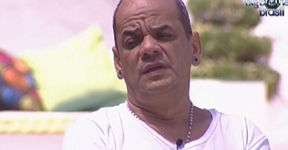João Carvalho diz achar que Renata está no paredão (18/2/12)