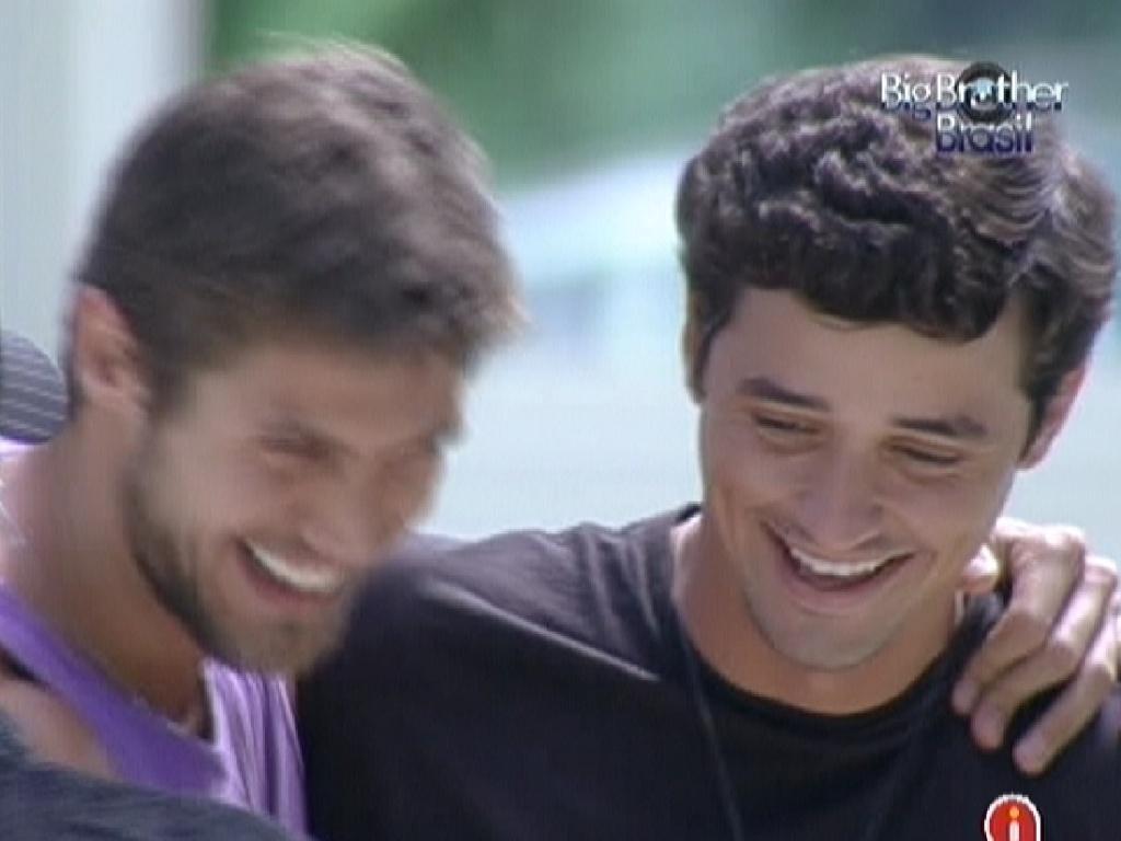 Jonas parabeniza Fael pela vitória na prova do anjo (18/2/12)
